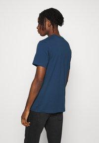 adidas Originals - ESSENTIAL TEE UNISEX - T-shirt basic - marin - 2