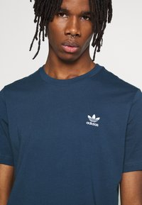 adidas Originals - ESSENTIAL TEE UNISEX - T-shirt basic - marin - 5