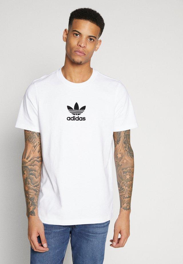 ADICOLOR PREMIUM SHORT SLEEVE TEE - Camiseta estampada - white