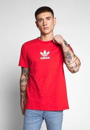 ADICOLOR PREMIUM SHORT SLEEVE TEE - Print T-shirt - lusred