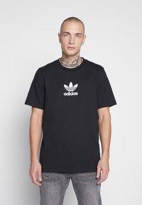 adidas Originals - ADICOLOR PREMIUM SHORT SLEEVE TEE - Camiseta estampada - black - 0