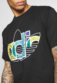 adidas Originals - TREF TEE - T-shirt imprimé - black - 3