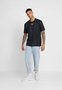 adidas Originals - T-shirt con stampa - black - 1