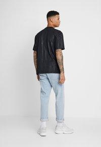 adidas Originals - T-shirt con stampa - black - 2
