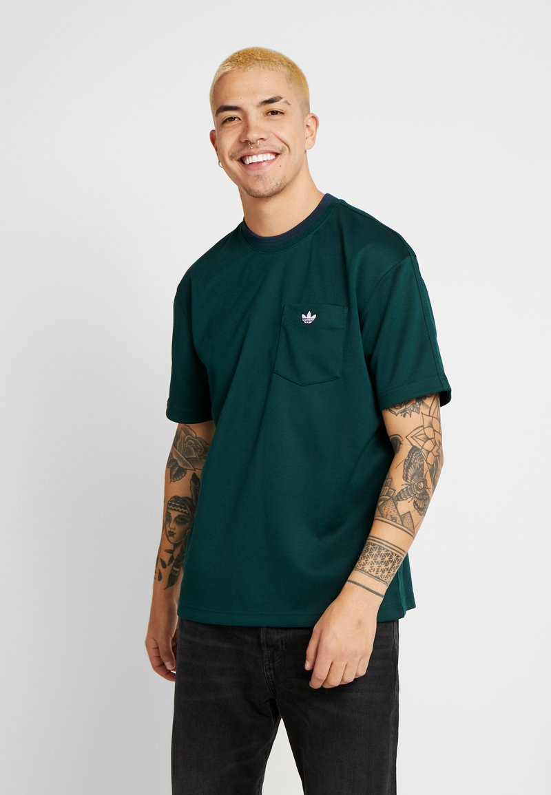 adidas Originals - T-shirt med print - green