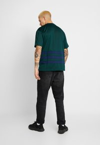 adidas Originals - T-shirt med print - green - 2