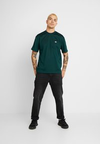 adidas Originals - T-shirt med print - green - 1
