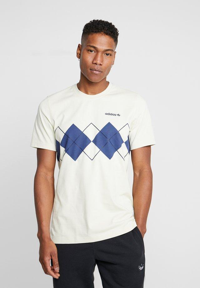 ARGYLE TEE SHORT SLEEVE GRAPHIC TEE - Camiseta estampada - sand