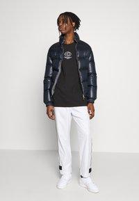 adidas Originals - GRAPHICS GRAPHIC TEE LONG SLEEVE T-SHIRT - Camiseta de manga larga - black - 1