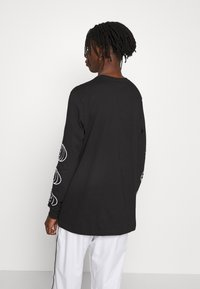 adidas Originals - GRAPHICS GRAPHIC TEE LONG SLEEVE T-SHIRT - Camiseta de manga larga - black - 2