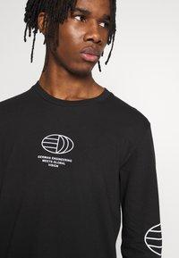 adidas Originals - GRAPHICS GRAPHIC TEE LONG SLEEVE T-SHIRT - Camiseta de manga larga - black - 4