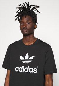 adidas Originals - TREFOIL HIST - T-shirt imprimé - black/white - 3