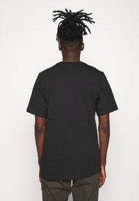 adidas Originals - TREFOIL HIST - T-shirt imprimé - black/white - 2