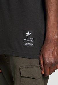 adidas Originals - TREFOIL HIST - T-shirt imprimé - black/white - 5