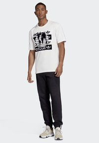adidas Originals - R.Y.V. MESSAGE T-SHIRT - T-shirt imprimé - white - 1