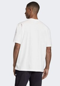 adidas Originals - R.Y.V. MESSAGE T-SHIRT - T-shirt imprimé - white - 2