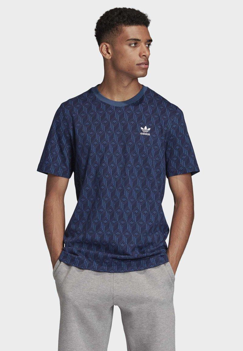 adidas Originals - MONO ALLOVER PRINT T-SHIRT - T-shirt print - blue
