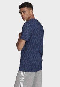 adidas Originals - MONO ALLOVER PRINT T-SHIRT - T-shirt print - blue - 3