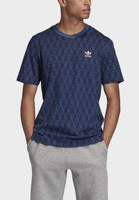 adidas Originals - MONO ALLOVER PRINT T-SHIRT - T-shirt print - blue - 4