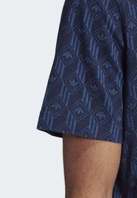 adidas Originals - MONO ALLOVER PRINT T-SHIRT - T-shirt print - blue - 6