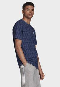 adidas Originals - MONO ALLOVER PRINT T-SHIRT - T-shirt print - blue - 2