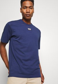 adidas Originals - TEE - Camiseta estampada - blue - 3