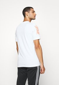 adidas Originals - TEE - T-shirt imprimé - white - 2