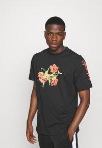 adidas Originals - TEE - Camiseta estampada - black - 0