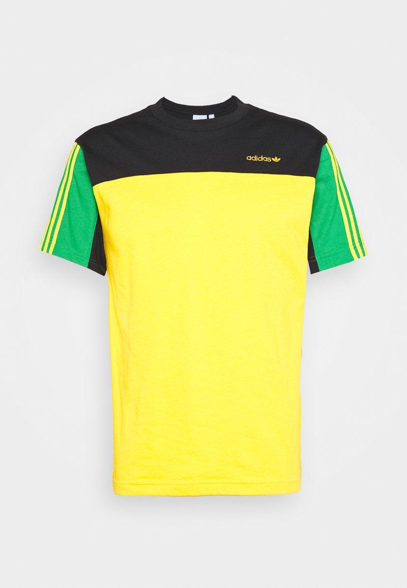adidas Originals - CLASSICS TEE - Print T-shirt - actgol/black