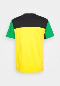 adidas Originals - CLASSICS TEE - Print T-shirt - actgol/black - 1
