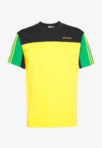 adidas Originals - CLASSICS TEE - Print T-shirt - actgol/black - 2