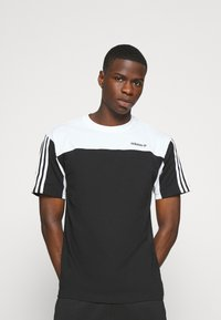 adidas Originals - CLASSICS TEE - Print T-shirt - black/white - 0