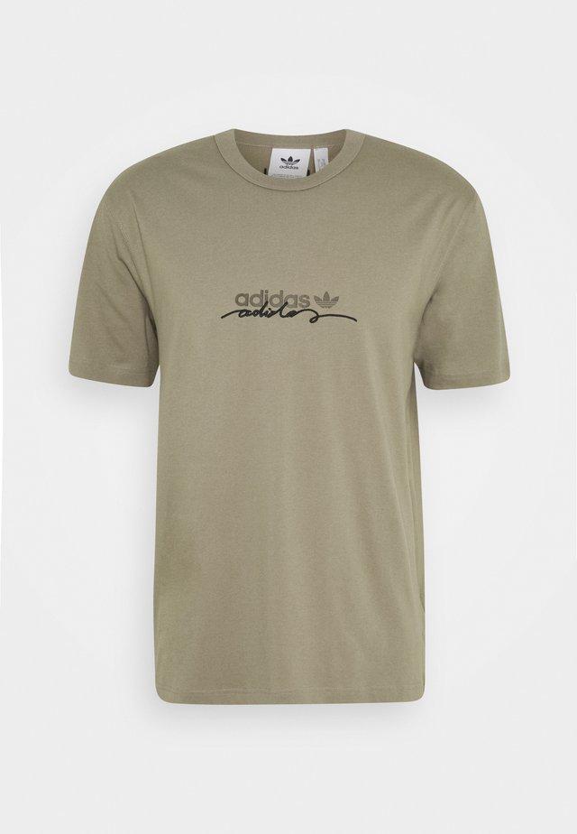 INSPIRED LOOSE SHORT SLEEVE TEE - Print T-shirt - clay