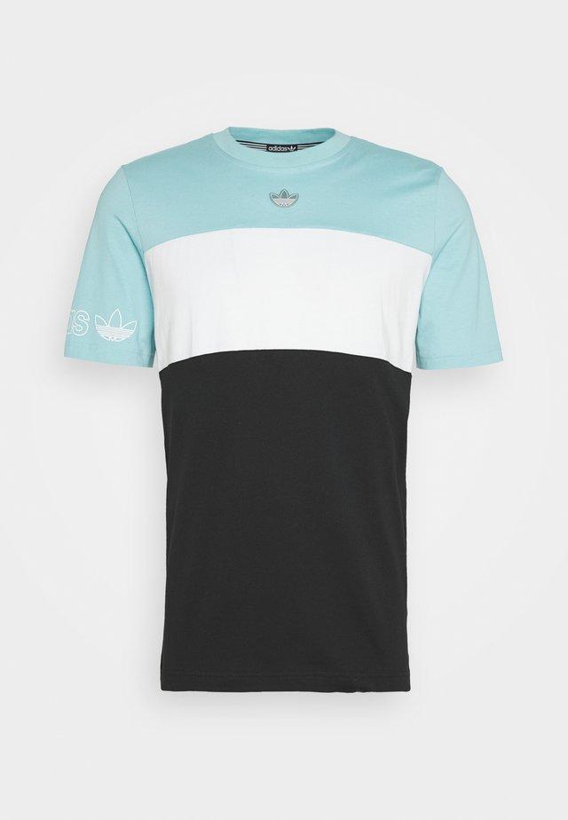 PANEL TEE - T-shirt med print - blue