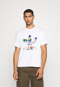 adidas Originals - FLAG FILL TEE - Print T-shirt - white/multi-coloured - 0