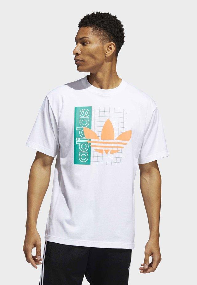 GRID TREFOIL T-SHIRT - T-shirt con stampa - white