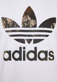 adidas Originals - CAMO TEE - Printtipaita - white - 2