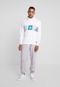 adidas Originals - RUGBY - Pikeepaita - white/grey/active teal/collegiate purple - 1