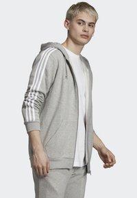 adidas Originals - ADICOLOR 3 STRIPES HOODIE - Felpa aperta - grey - 2