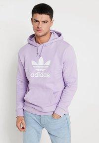 adidas Originals - ADICOLOR TREFOIL HOODIE - Hoodie - purglo - 0