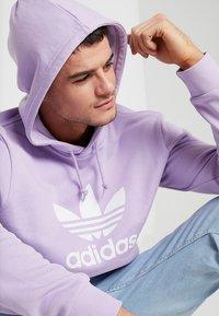 adidas Originals - ADICOLOR TREFOIL HOODIE - Hoodie - purglo - 3
