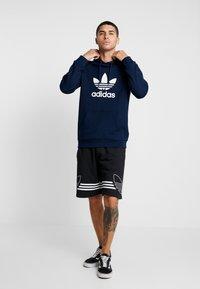 adidas Originals - ADICOLOR TREFOIL HOODIE - Bluza z kapturem - collegiate navy/white - 1