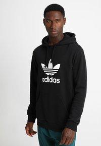 adidas Originals - ADICOLOR TREFOIL HOODIE - Huppari - black - 0