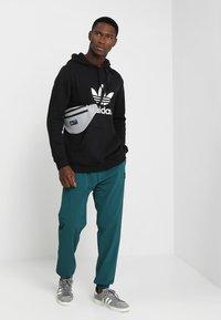 adidas Originals - ADICOLOR TREFOIL HOODIE - Huppari - black - 1