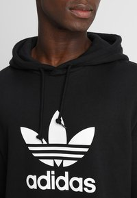adidas Originals - ADICOLOR TREFOIL HOODIE - Luvtröja - black - 5