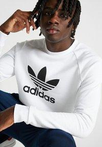 adidas Originals - ADICOLOR TREFOIL  - Bluza - white - 3