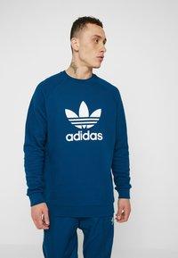 adidas Originals - ADICOLOR TREFOIL  - Sweatshirt - blue - 0