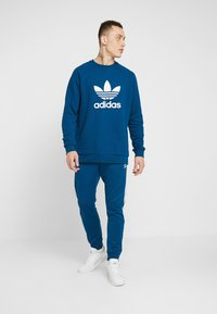 adidas Originals - ADICOLOR TREFOIL  - Sweatshirt - blue - 1