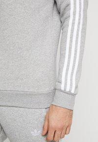 adidas Originals - 3 STRIPES CREW - Collegepaita - medium grey heather - 3