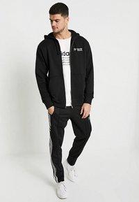 adidas Originals - HOODY - Hoodie met rits - black - 1